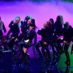 Rihanna-MTV VMAs 5