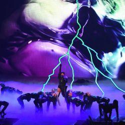Rihanna-MTV VMAs 6