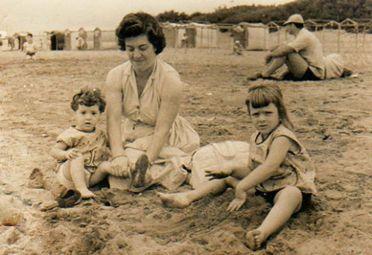 La pequeña Margarita junto a su madre, que falleció de manera trágica.