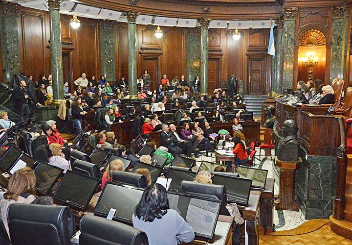La edición 2016 del Parlamento de las Mujeres, que se realiza anualmente en la Legislatura de la Ciudad de Buenos Aires. Temer, presidente interino de Brasil, al presentar su gabinete sin ninguna figura femenina.