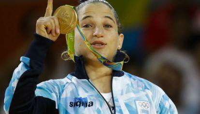 Paula Pareto con su medalla de oro.
