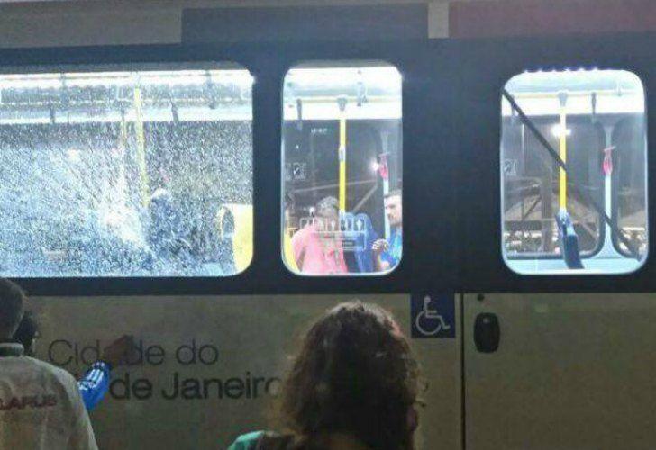 Un micro de periodistas fue agredido en Deodoro