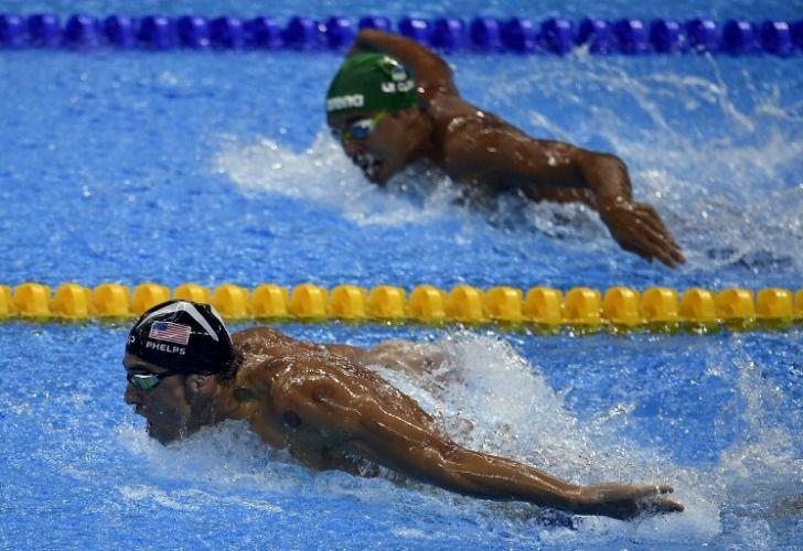 Phelps despierta interés de sus rivales en plena carrera