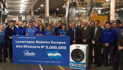 A CARGO. Francisco Cabrera encabeza planes de reconversión industrial.