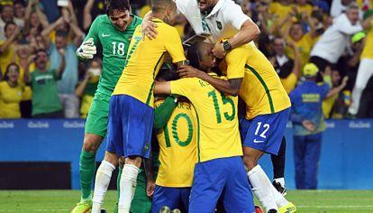 Extasis. Brasil pone todo en su lugar y festeja el título olímpico por primera vez. Justo ante Alemania, que le había propinado el 7-1 en el Mundial.  Fue por penales, luego de un empate 1-1.