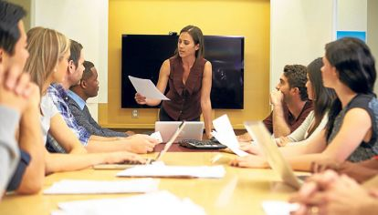 Reunion de ejecutivos. El sector privado es uno de los espacios donde se hace más notoria la subrrepresentación de las mujeres, advierten los especialistas en el tema.