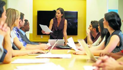REUNIÓN DE EJECUTIVOS. El sector privado es uno de los espacios donde se hace más notoria la subrrepresentación de las mujeres, advierten los especialistas en el tema.