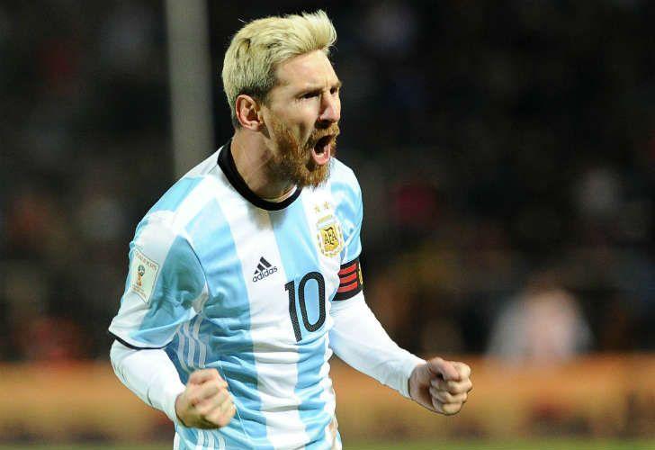 Con ayuda, Lionel Messi convirtió el único tanto de la victoria argentina sobre Uruguay en Mendoza.