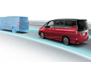 Si un auto se detiene al frente, ProPilot automáticamente frena hasta incluso lograr un alto total en caso de ser necesario.