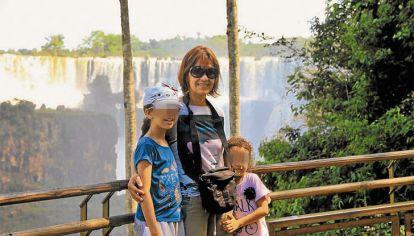 """Tiempos """"felices"""". Carolina Pavón vivió en la Argentina con sus dos hijas y su marido egipcio que hoy le niega el divorcio."""