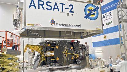 Nacional. El Arsat 1 y 2 están en órbita, el 3 está parado.