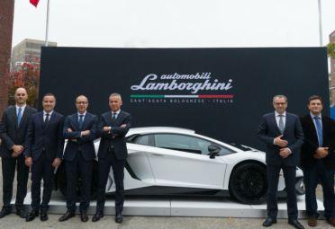 Lamborghini y una alianza con MIT-Italia para crear el superdeportivo del tercer milenio.