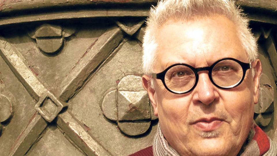 Rodriguez Nuñez. Publicó más de veinte poemarios en editoriales de Inglaterra, Estados Unidos, Francia, México y España.