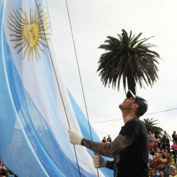 marcelo-en-la-famosa-izada-de-bandera-previa-a-la-largada-maraton