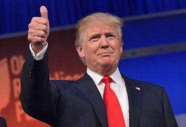 Donald Trump empareja las apuestas en el último minuto de la campaña.
