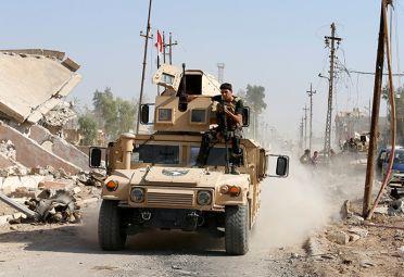 Fuerzas kurdas de los peshmerga, soldados de Turquía, y milicias chiitas ayudan al Ejército de Irak en la batalla contra el yihadismo.