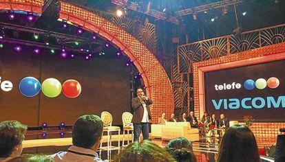 PRESENTACION. El director por Viacom reunió al personal en el decorado más emblemático del canal y ratificó que continuarán las producciones y que habrá más trabajo.