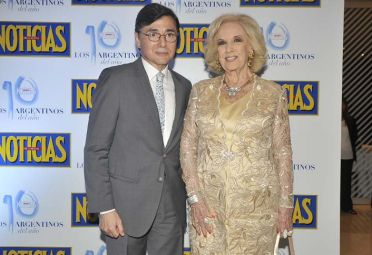 Jorge Fontevecchia, CEO de Perfil Enterteinment, junto a la señora MIrtha Legrand.