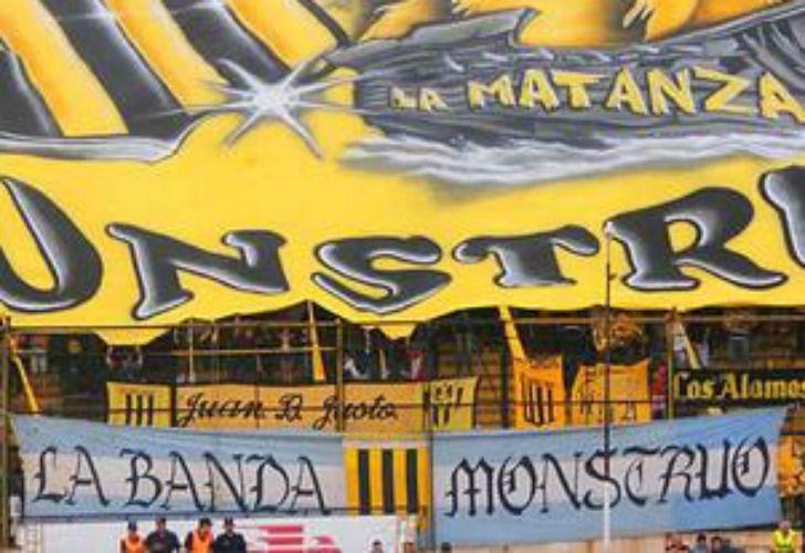 La Banda Monstruo, una de las facciones que pelean por las tribunas de Almirante Brown