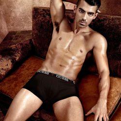 Joe Jonas (9)