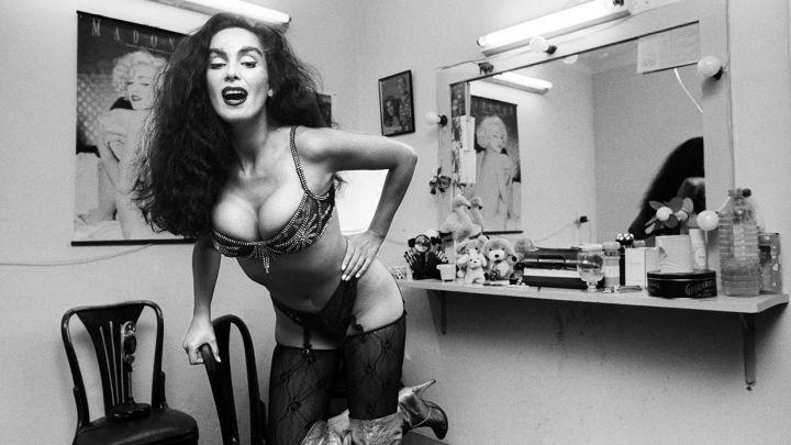 Beatriz Salomón, su primera producción en Caras sin maquillaje y sensual
