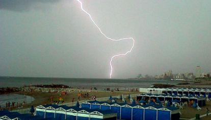Tormenta eléctrica en la costa