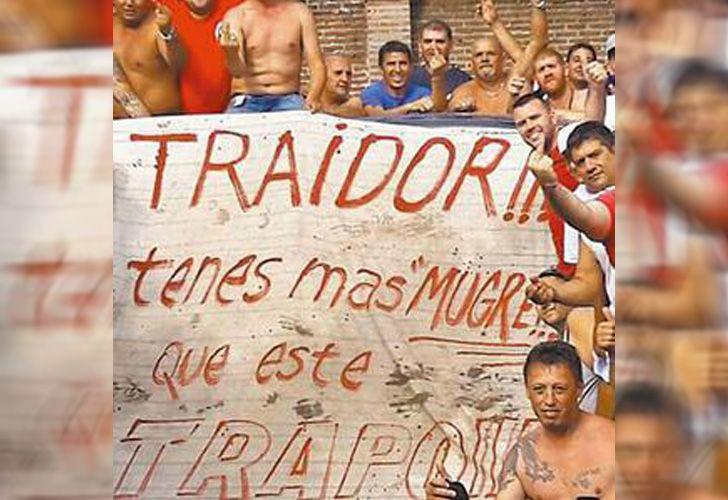 El trapo en contra de Pablo Moyano, uno de los hombres más fuertes en Independiente.