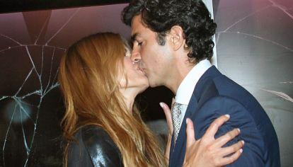 juntos. Fuera de la ficción, Macedo sólo besa a Urtubey.