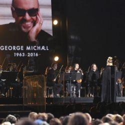Adele-Grammys 59 (3)