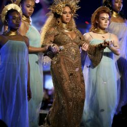 Beyonce-Grammys 59 (7)