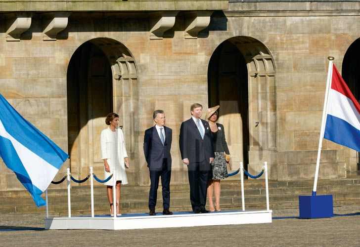 king-willem-alexander-and-queen-maxima-of-the-netherlands-welcome-president-maurico-macri-and-wife-juliana-awada-of-argentina