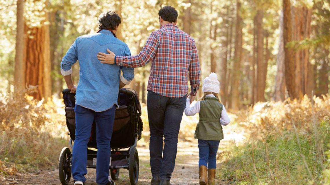 las-barreras-ocultas-que-sufren-las-parejas-gay-para-adoptar-un-hijo