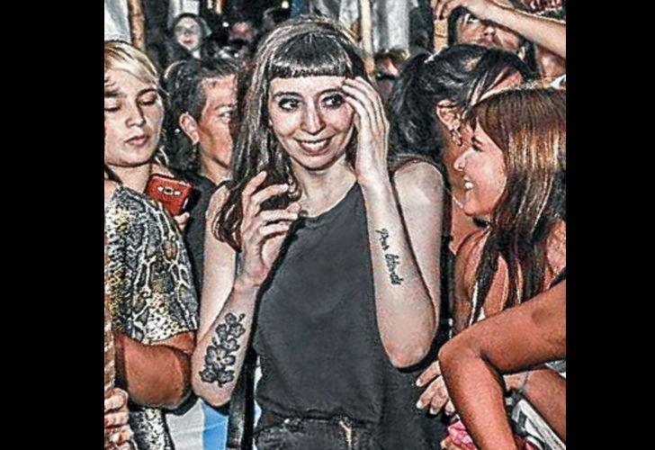 Florencia Kirchner Sonrisa Tatuaje Y Militancia En La Calle Perfil