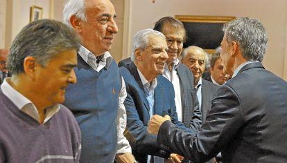 Brindis. Lingeri fue uno de los sindicalistas que negoció la paz sindical con el gobierno de Macri.