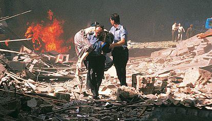 Terror. Momentos posteriores a la explosión de la Embajada de Israel, en 2002.
