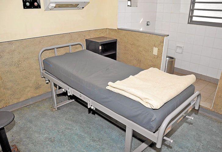 En Ezeiza. En una celda como ésta pasa sus días el militar.