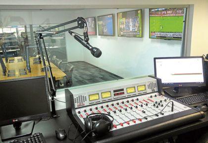 02122016ABALLAY-ESTUDIO-RADIO-10