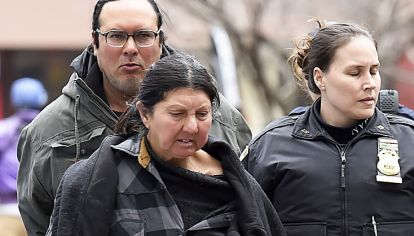 "Escandalizado. ""¡Vagabunda escupidora tenía US$ 19 mil dolares cash!"", tituló el New York Post sobre la argentina detenida."