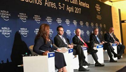 Acompañado por gran parte del gabinete, Macri también concitó un fuerte respaldo empresario.