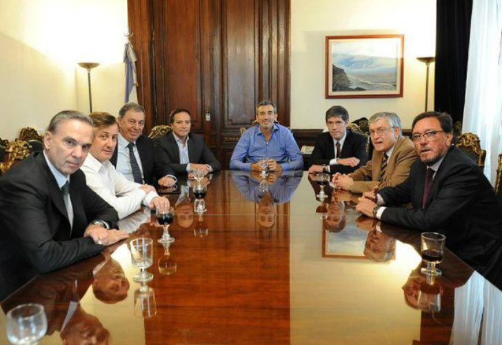 Miguel Angel Pichetto junto a Florencio Randazzo, Juan Manuel Abal Medina y referentes del peronismo