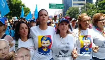 El gobierno de Maduro pidió la captura de la dirigente opositora.