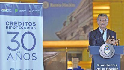 Macri a treinta años. El Presidente, al anunciar las nuevas líneas de la banca pública.