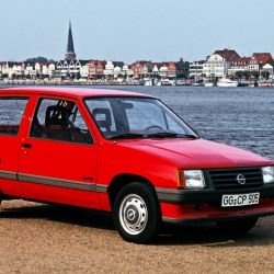 5-the-first-opel-corsa-drove-off-the-production-line-en-1982
