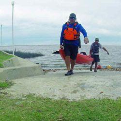 accion acarreo de kayak a la salida