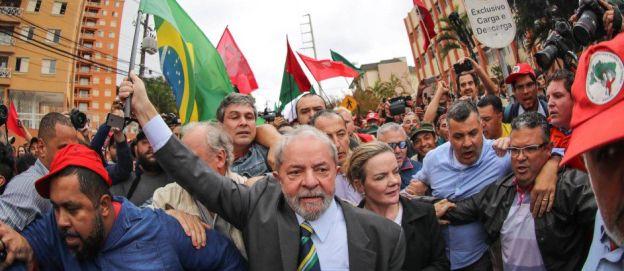 Lula llega a declarar en Curitiva.