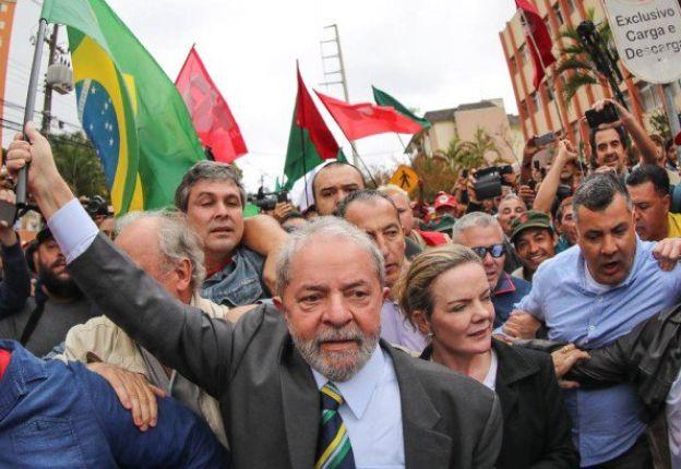 """""""Ningún país merece el retroceso en la calidad democrática que estamos viviendo en este instante"""", insistió Lula."""
