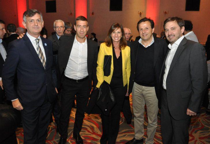 Agustín De la Reta, director de la flamante publicación, junto a sus invitados