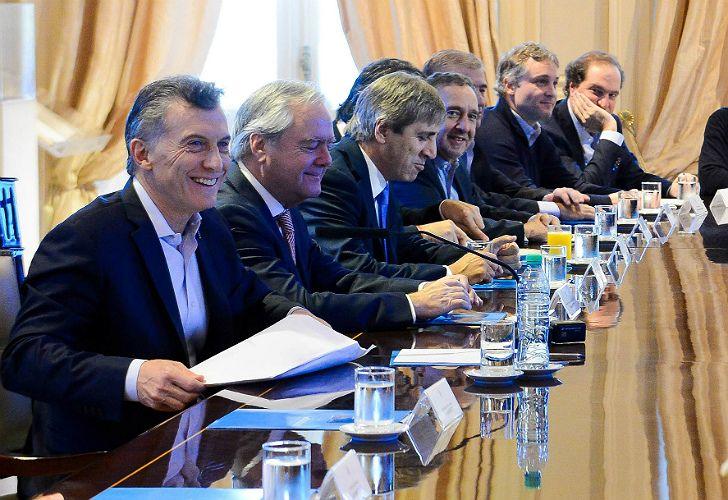 El día del cierre de listas, con un helado de palito en la mano, Macri se dirigió a la 'mesa chica'