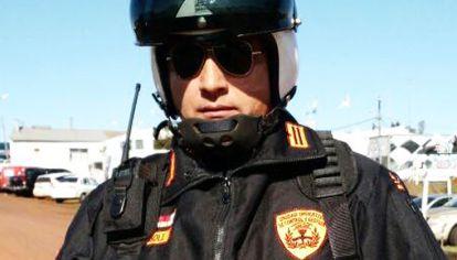 Marchando. Dávalos, un comisario exonerado de la Bonaerense, es el jefe de la fuerza que vigila Urkupiña.