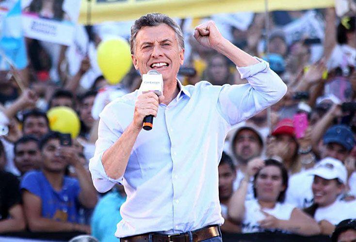 """Puntas. El extremo """"cristinista"""" hoy llega a 18%. El otro extremo, con imagen positiva de Macri y negativa de ella, al 36 por ciento."""